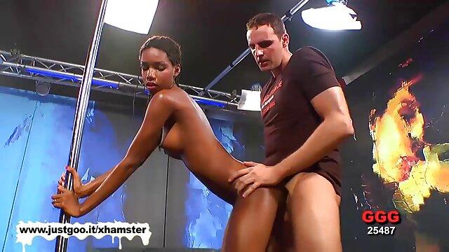 黒いランジェリー非常に優雅な浴室 女性 が 見る 無料 エロ 動画